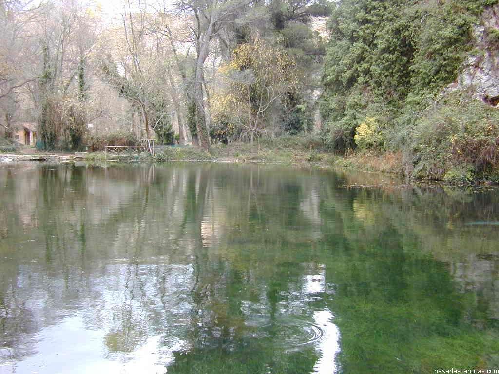 Fotos de paisajes fotos del monasterio de piedra for Estanque de agua